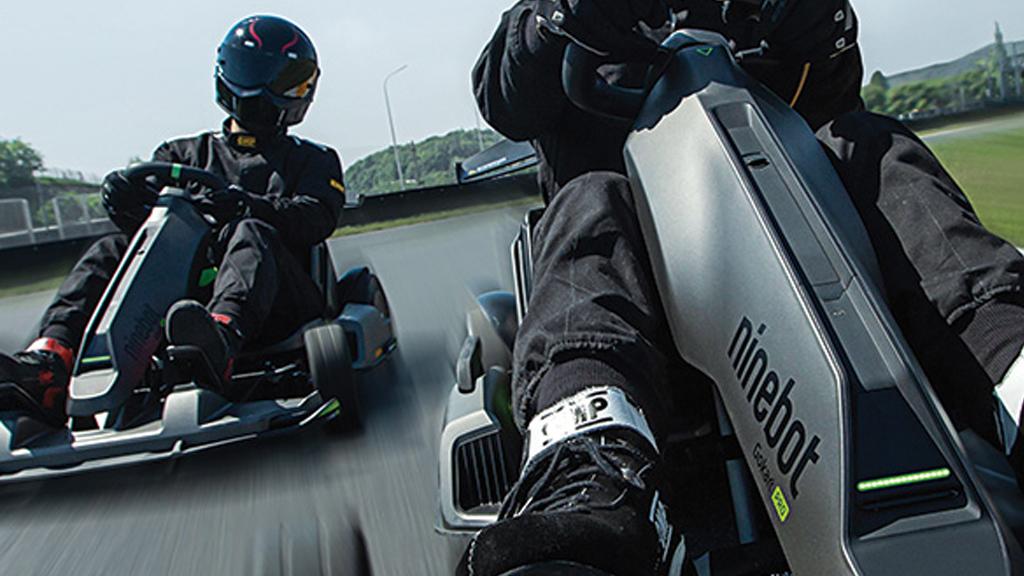 Close-up GO Kart pro overtaking