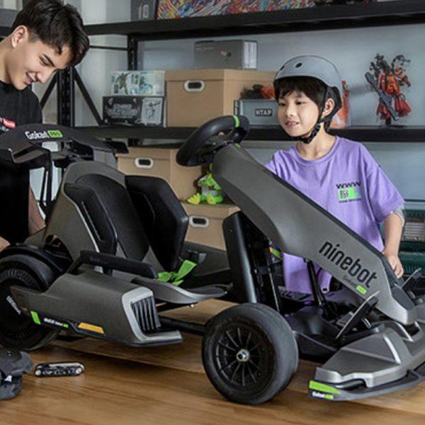Table-top garage assembling of go kart